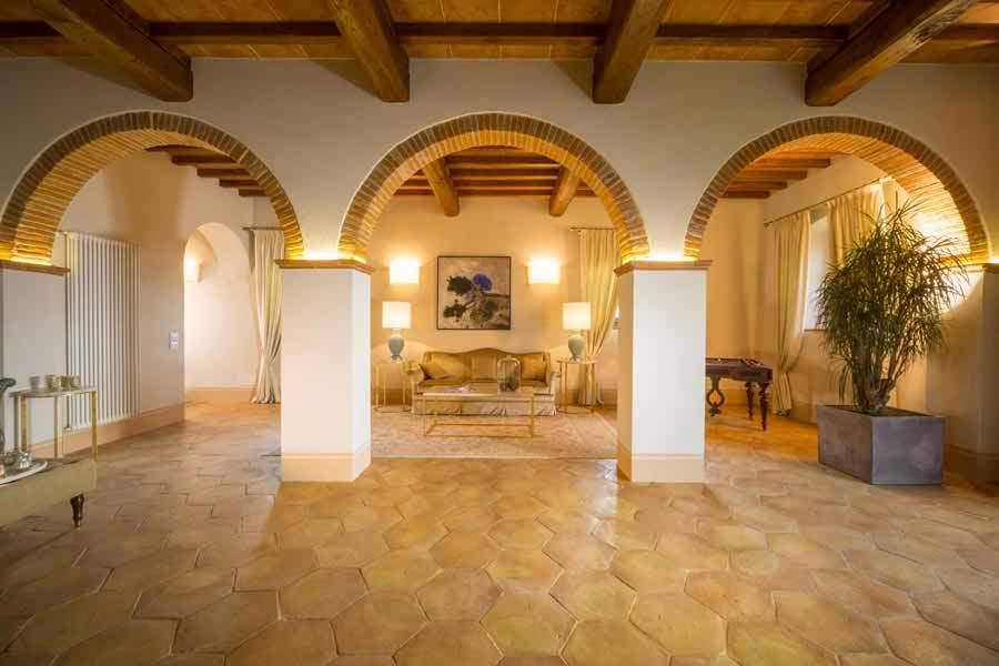 Foto salone pavimento antico restauro chiaro
